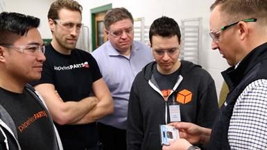 """Las reuniones frecuentes del equipo de Paperless Parts con el personal de C&M ayudaron a dar forma a las características y funciones de """"Collaboration"""", como la solución para gestionar conversaciones relacionadas con una solicitud de presupuesto."""