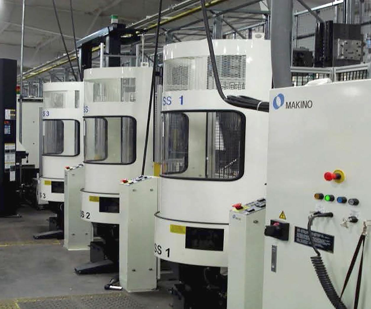 Este Makino FMS es uno de los dos sistemas de este tipo en Steelville Manufacturing. El vicepresidente de ingeniería, John Bell, dice que la adopción de la automatización por parte de la compañía ha sido un cambio de estrategia para la compañía.