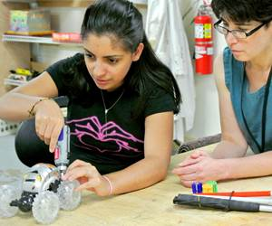 Engineers and Manufacturers Invited to Take Part in Girl Day