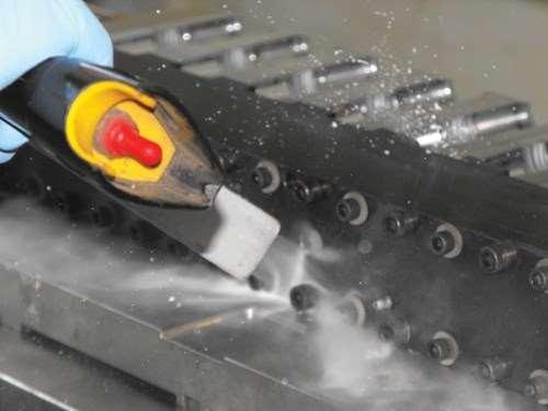 Dry ice blasting a mold.
