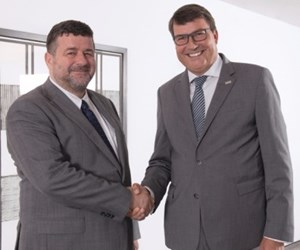Jacques Lanners on the left, Chairman of the Executive Board of Ceratizit, shakes hands with Dr. Christof Bönsch, CEO of Komet.
