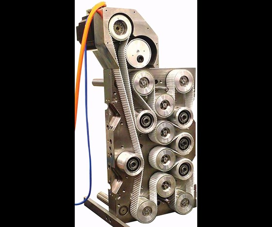 Drive system that uses pulleys, pinions and a drive belt
