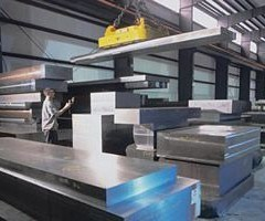 man guides crane in stacking Ellwood Specialty Steel P20 Modified alloy