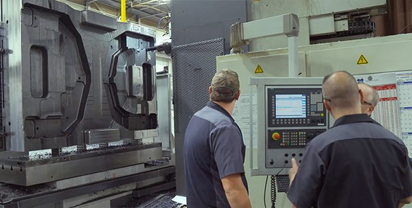Horizontal machining for tool and die mold manufacturing