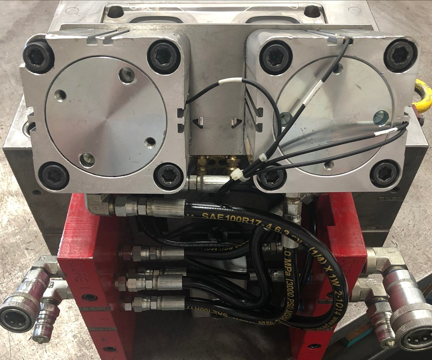 Cooling plate with hydraulic cylinders mounted to side of mold