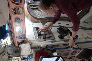 Astronautas prueban recubrimiento antimicrobiano en el espacio