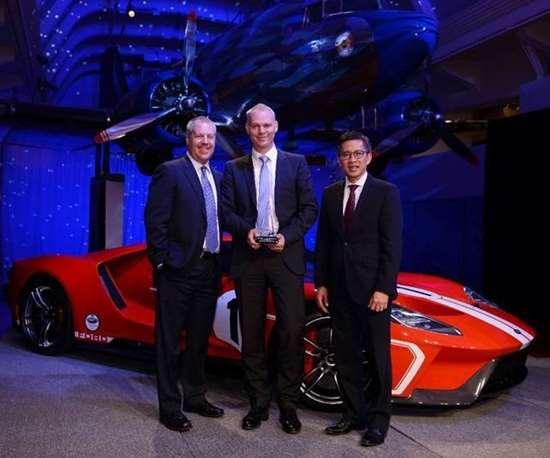 Durr receives Ford Motor award