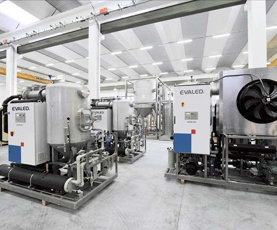 2 Vacuum evaporators
