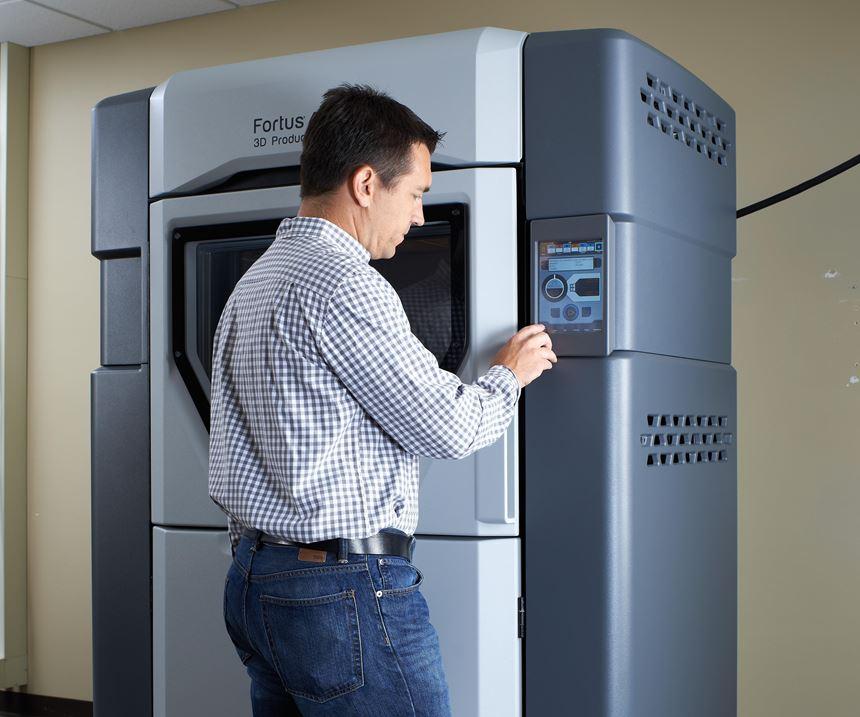 User programs a polymer 3D printer