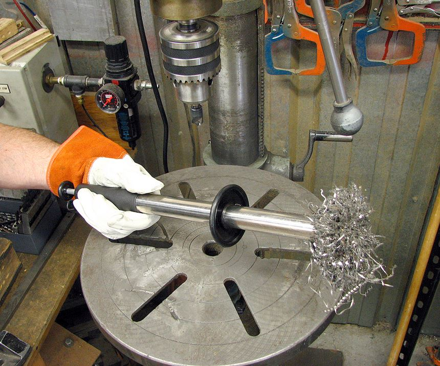 magnetic retrieving baton