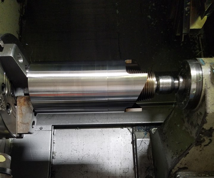 Drill pipe connector in a lathe