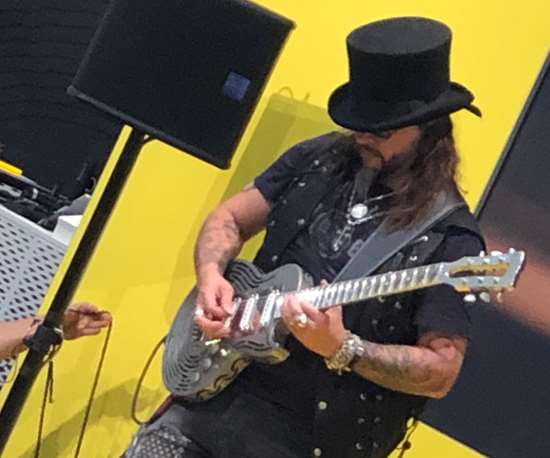 Sandvik's Unbreakable Guitar