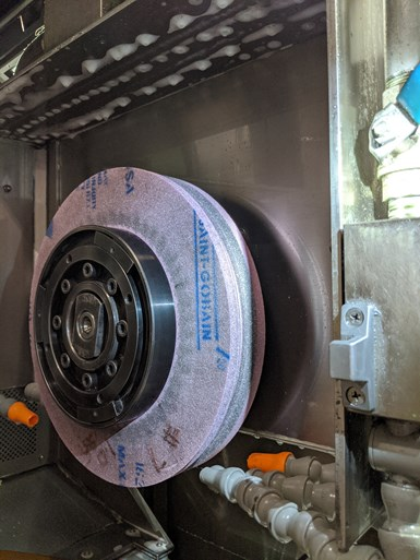 Form grinding wheel in a grinding machine