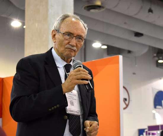 Guillermo Fernández de la Garza en conferencia durante la Semana Nacional del Emprendedor 2017.