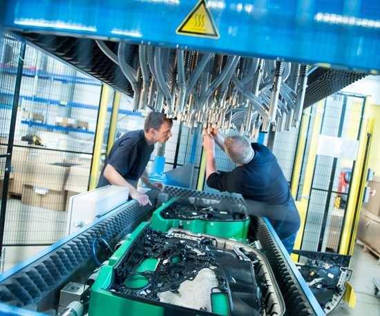 Montaje de remachadoras ASC para piezas de revestimiento interior de automóviles