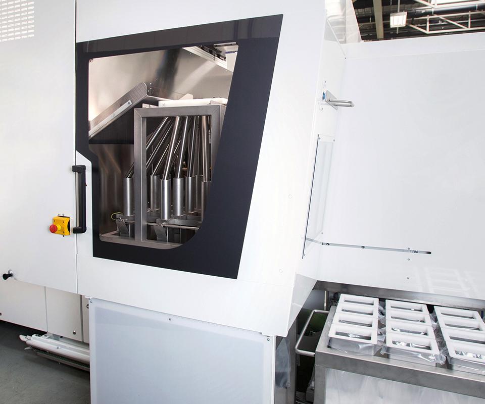 Máquinas eléctricas, revestimientos en molde y control de proceso LSR