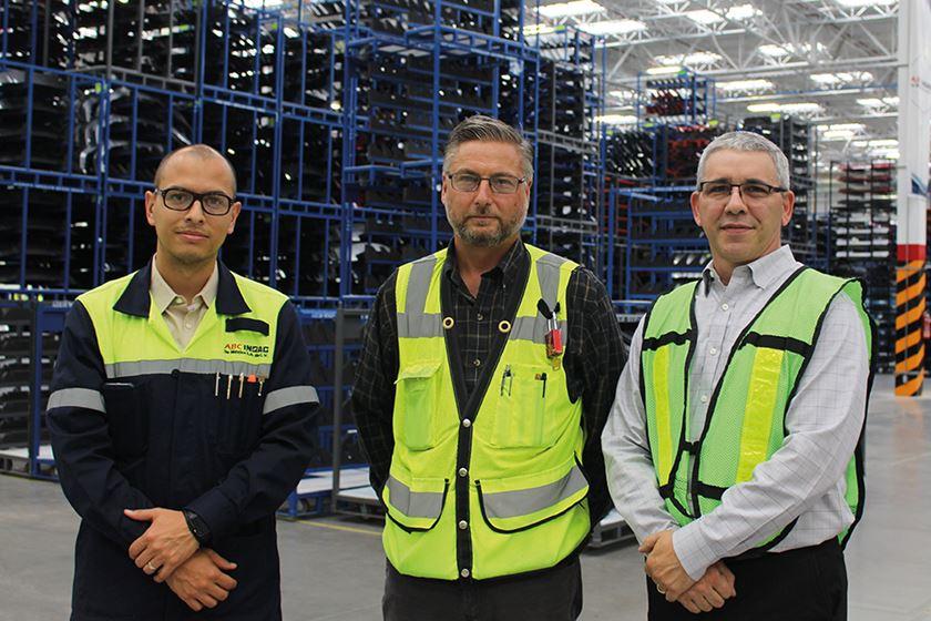 Iván Domínguez, gerente de ingeniería y desarrollo de nuevos negocios; Shane Kavanagh, gerente general (ABC Inoac), y Alex Vidal, vicepresidente de desarrollo de negocios de Novatec.