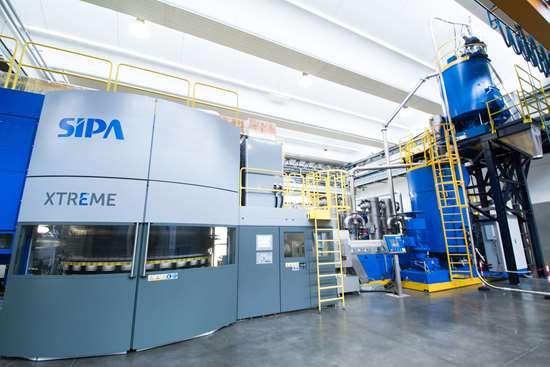 El nuevo sistema en línea de pre-formas de PET combina los beneficios, en cuanto a eficiencia se refiere, de la tecnología VACUREMA de EREMA y el novedoso sistema de producción de pre-formas XTREME de SIPA.