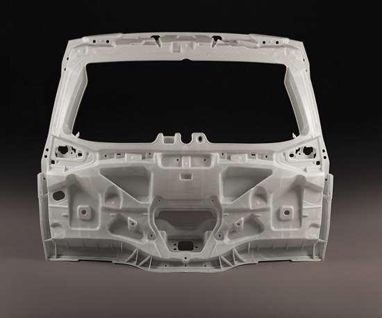 La quinta puerta de la Renault Espace 2017 está hecha de PP Trinseo reforzado con fibra de vidrio al 60%.