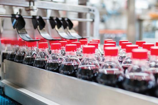 El escape del gas de una bebida carbonatada en un envase de PET es un problema multifactorial. Foto: Thinkstock