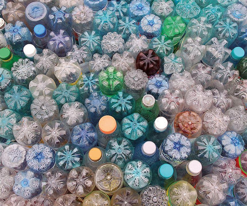 Los materiales plásticos son barreras parciales que pueden reducir la migración de sustancias por debajo de los límites de migración específicos.