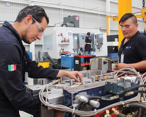 Uno de los diferenciales de Exo-s es su capacidad de diseñar, fabricar y darles mantenimiento a los moldes con lo que fabrican las piezas para sus clientes.