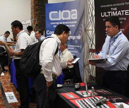 Conferencias técnicas y networking en Inyección 360 grados
