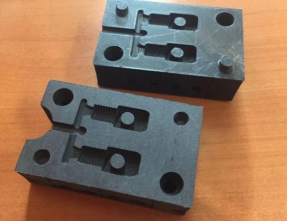Moldes plásticosimpresoen 3D en polímero de carbón reforzado