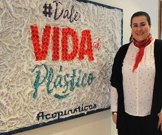 Paula Ocampo Seferian, directora jurídica y ambiental de ACOPLÁSTICOS, la asociación que representa en Colombia a los sectores de plástico, química, petroquímica, caucho, pinturas, tintas y fibras.