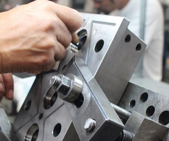En el taller de moldes de PerPlast se llevan a cabo las operaciones de diseño, fabricación y mantenimiento