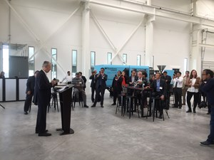 Alexander Kramer explica las características de las aulas inteligentes del nuevo Centro Técnico de Avance Industrial en Querétaro