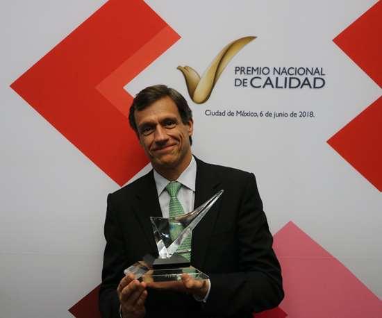 Ing. Jaime Cámára recibe el Premio Nacional de Calidad