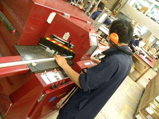 En Marcos & Marcos fabrican marcos para fotografias con unicel reciclado.