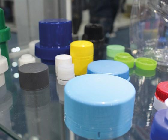 Muestras de piezas fabricadas con moldes de la compañía italiana Cantoni.