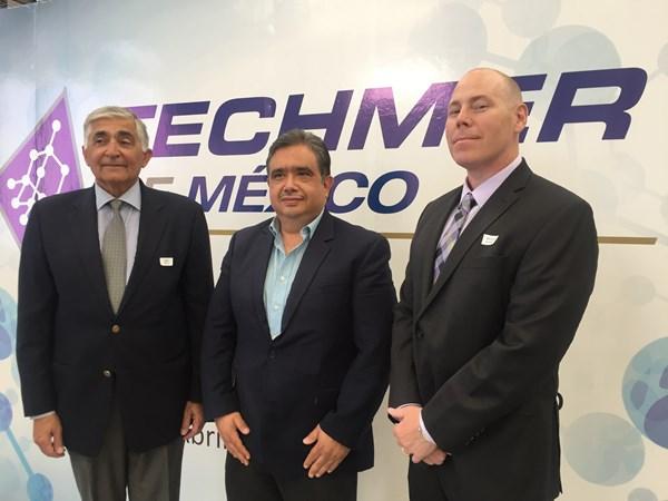 Abe Mor, director de tecnología de Techmer; Dr. Martín Rojas, de EPA, y Steve Loney, director de desarrollo de mercados de Techmer PM.