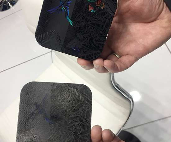 Aplicación de texturizado láser en el molde, que podría llegar al mercado de empaques de lujo.