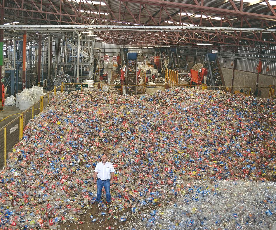 Hace 20 años, los envases PET no se recogían ni se procesaban en Honduras: hoy en día, Invema procesa 2.000 toneladas de botellas PET al mes para convertirlas en regranulados de alta calidad y pronto también en film (foto: Invema).
