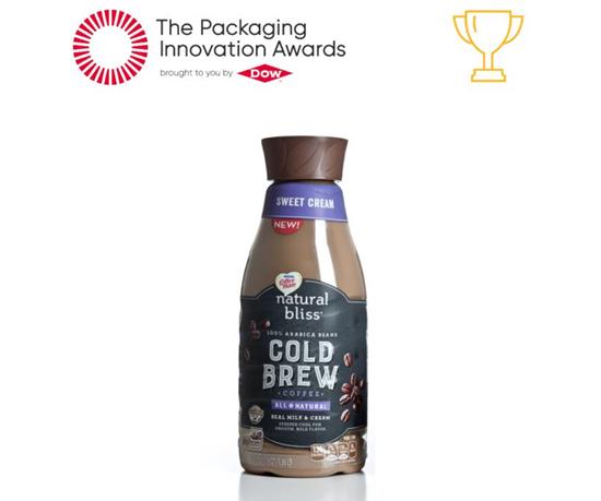 La botella para la bebida Cold Brew de Nestlé Coffeemate natural bliss, con base en Amcor Geo-Strap, reduce la abolladura al vacío en el hombro de la botella.