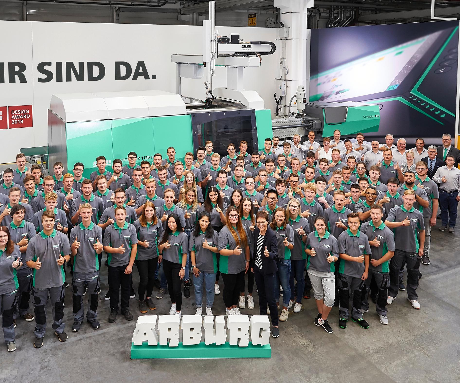 Motivados y llenos de expectativas: 85 aprendices y estudiantes comenzaron su aprendizaje en Arburg el 2 de septiembre de 2019.