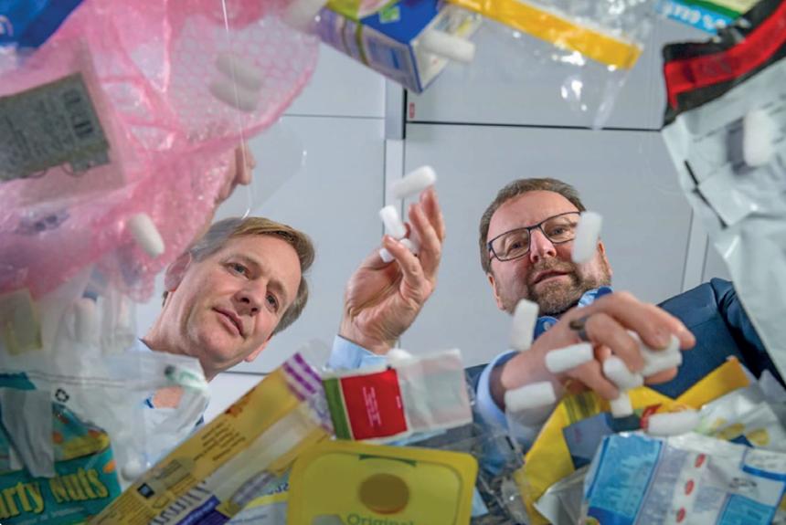 Con el proyecto ChemCycling, BASF se propone procesar aceite de pirólisis derivado de desechos plásticos que actualmente no se pueden reciclar, como plásticos mixtos o contaminados.