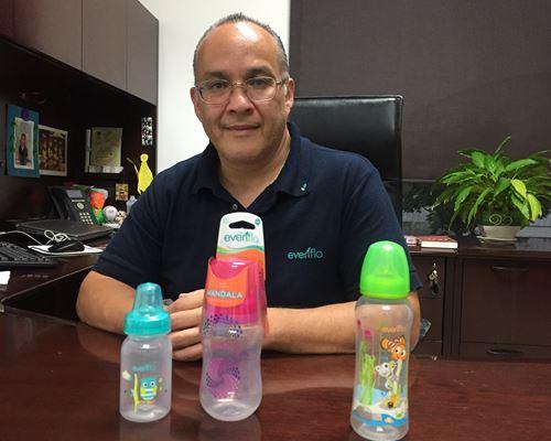 Benjamín Cardoso, gerente de planta de Evenflo.