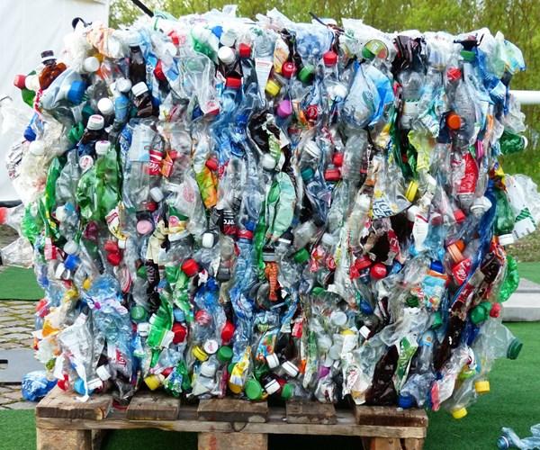 Multimillonaria transacción de la mexicana Alpek para comprar planta de reciclaje de PET
