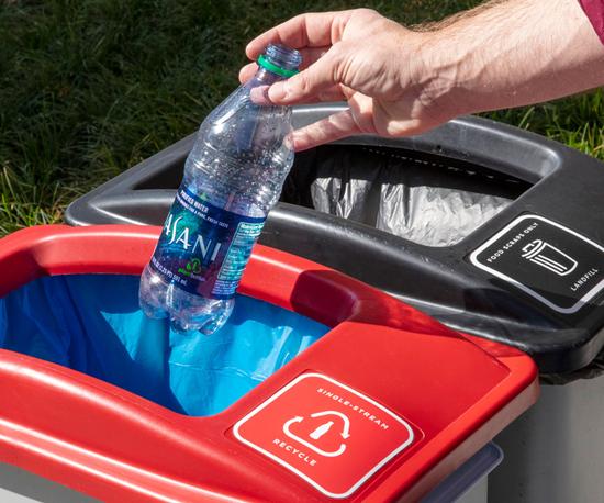 El Fondo Mundial para la Naturaleza (WWF) brindará asesoría para ayudar a medir el progreso de la industria en la reducción de su huella plástica.