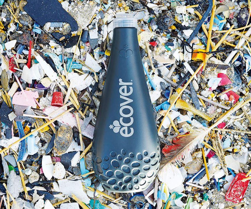 La directiva del Parlamento Europeo es que seincorporar el 25% de plástico reciclado en las botellas de PET a partir de 2025 y el 30% en todas las botellas de plástico a partir de 2030. Foto: Ecover.