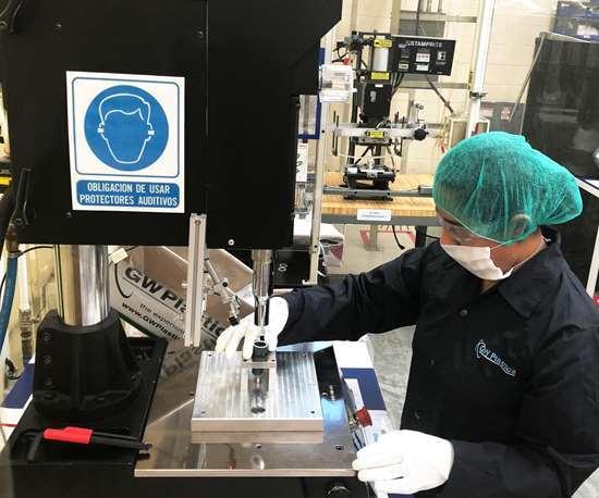 En Querétaro, GW Plastics ha crecido más allá del moldeo para incluir operaciones de ensamble, incluyendo soldadura ultrasónica.