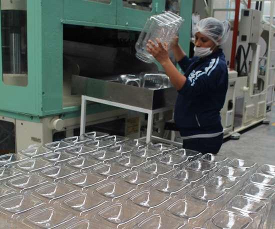 IEMCO envía a sus clientes, compañías dueñas de marca, los conjuntos de envase, tapa y liner.