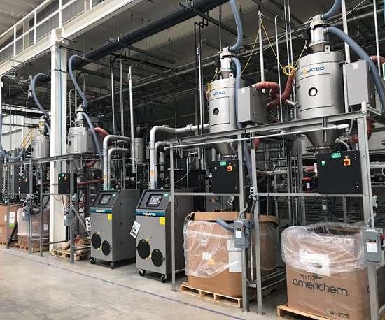 Para apoyar su operación de moldeo, Integrity instaló un sistema Novatec completo para el manejo y secado de materiales.