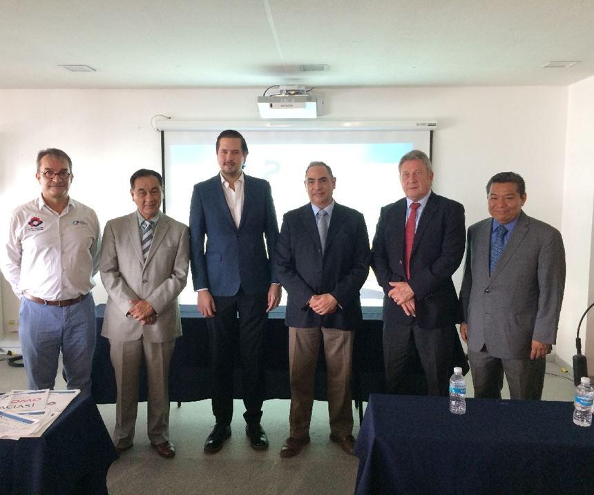 Bob Williamson reunido con el Clúster de Plásticos de Querétaro.