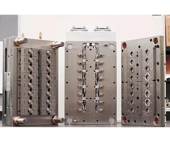 Moldes Mendoza tiene 40 años de experiencia en diseño y manufactura de moldes para inyección de plástico.