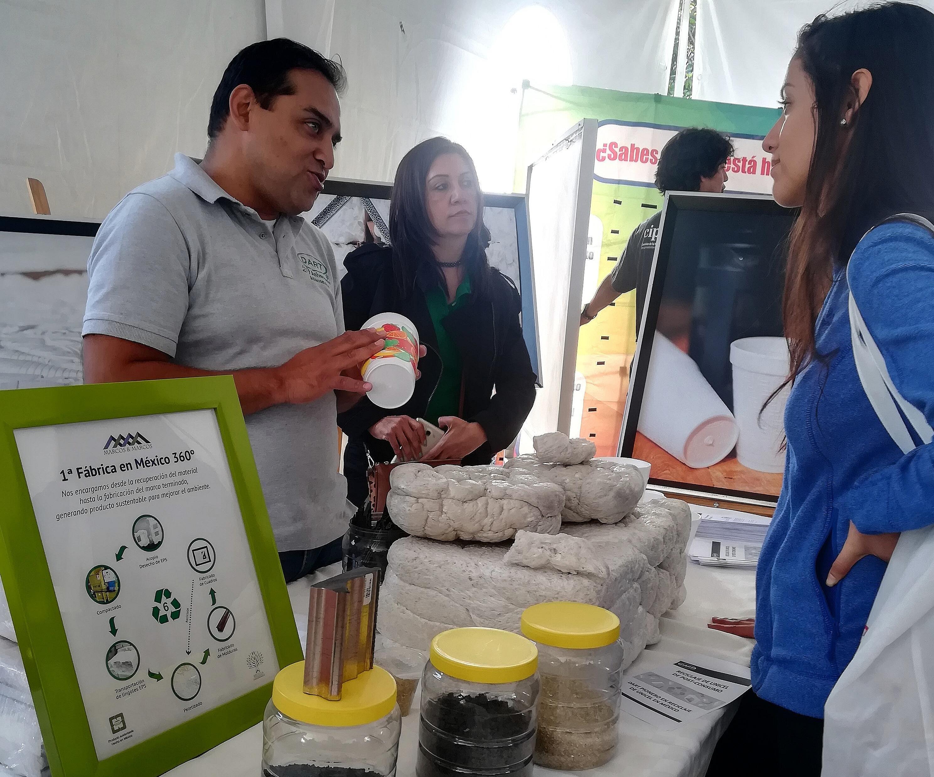 Los asistentes de PLASTianguis pudieron conocer el proceso de reciclaje del EPS unicel.